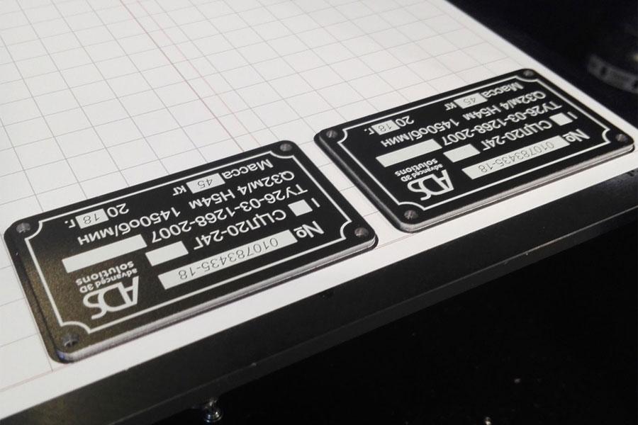 Печать промышленных шильдиков